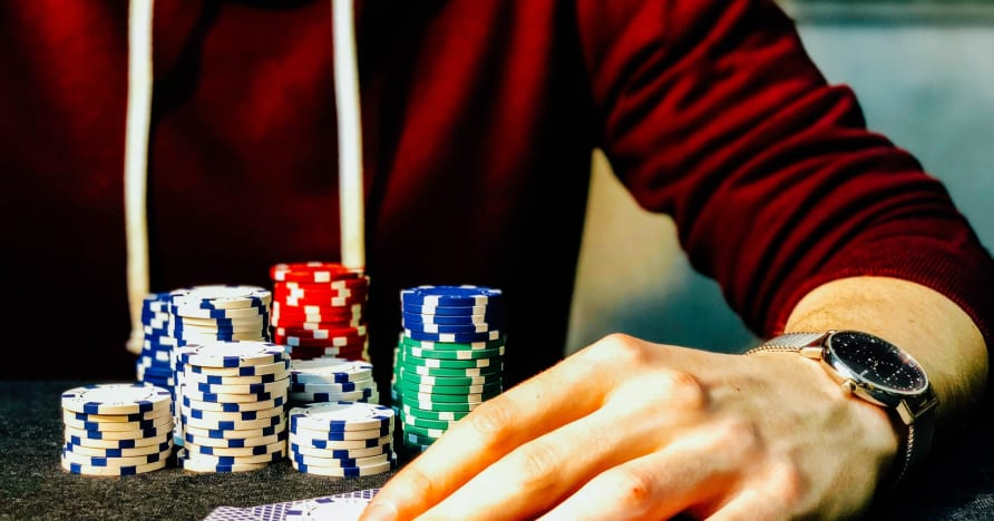 Guide de poker en ligne à 3 cartes